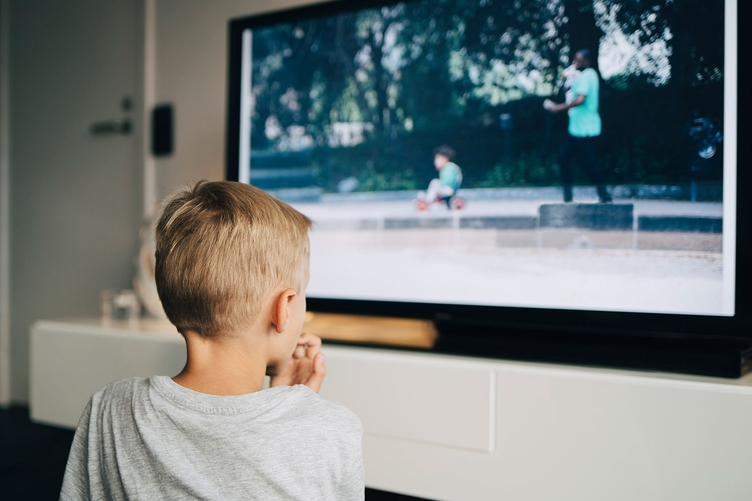 Why do we (still) watch live TV?